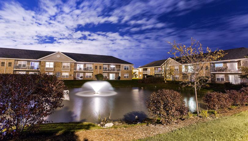 Centennial park apartments oak creek wisconsin for Garden pool apartments west allis wi