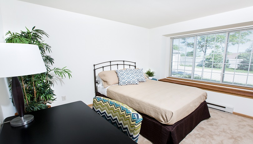 Southfield apartments oak creek wisconsin for Garden pool apartments west allis wi