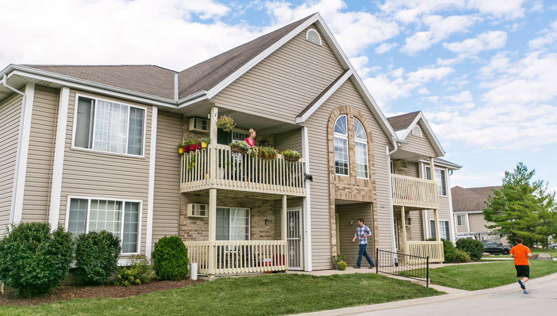 Rivershire apartments greenfield wisconsin for Garden pool apartments west allis wi